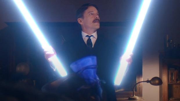 Ethan Hawke est d'humeur électrique dans le trailer de Tesla