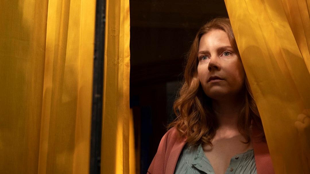 La femme à la fenêtre : fenêtre sur four